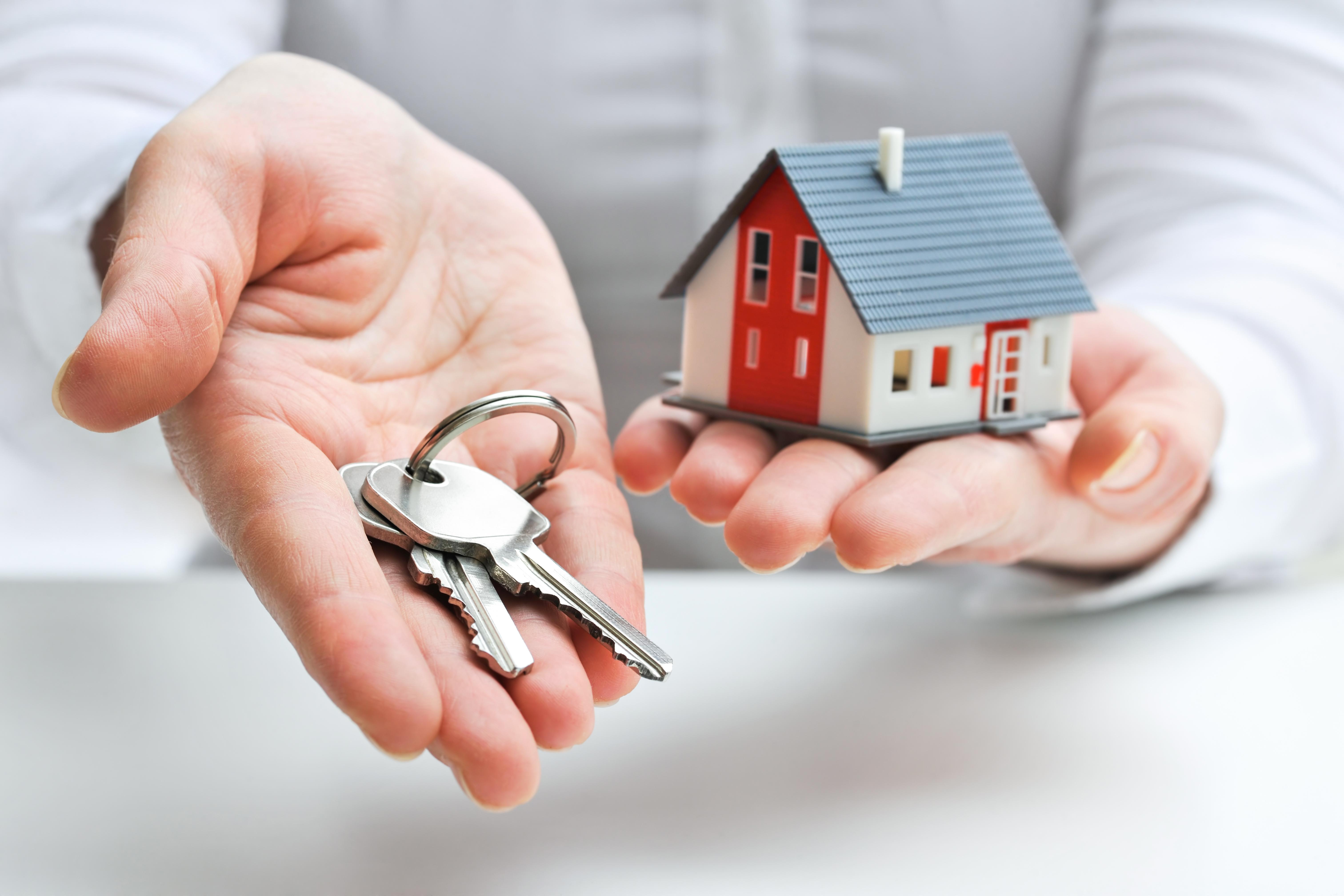 House, keys, hand
